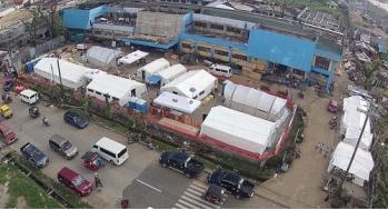 Vue aérienne de l'hôpital de campagne à Ormoc.